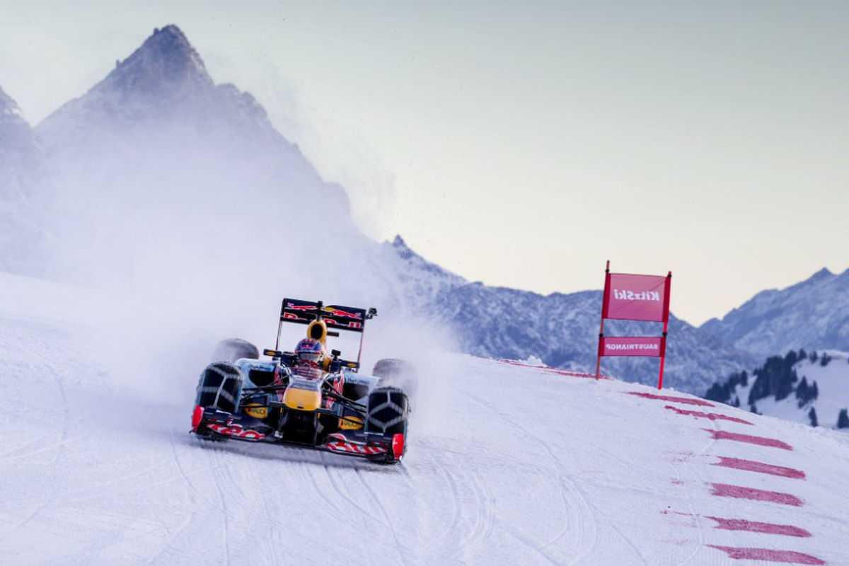 Formel-1-Showrun-im-Schnee-1200x800-328e39297565e5b8